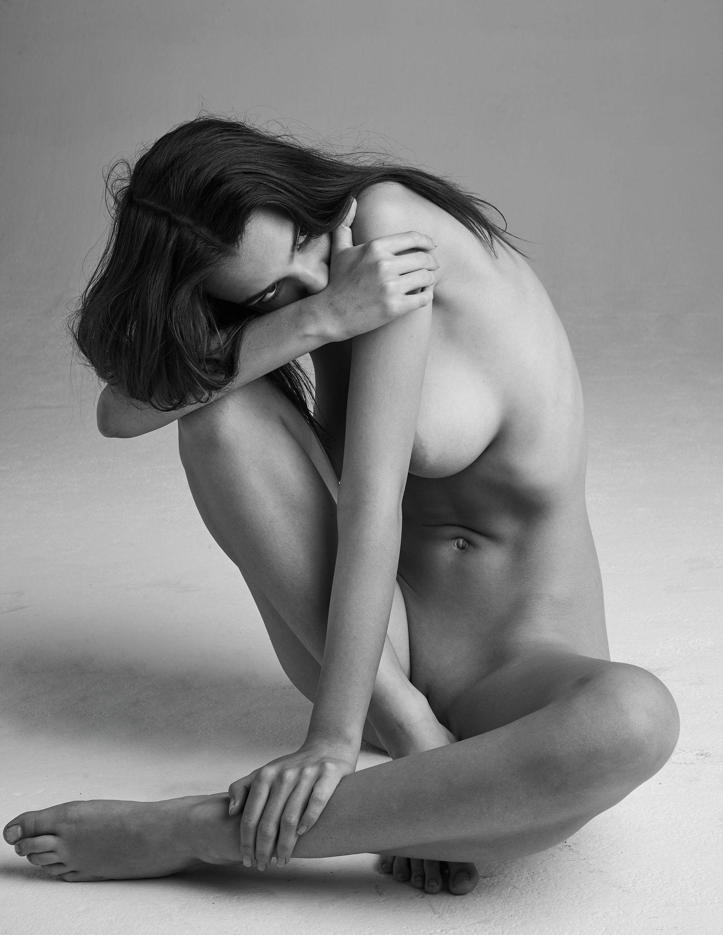 Emily-Ratajkowski-Nude-14-thefappeningblog.com_.jpg